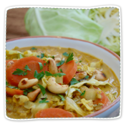 Veganes Spitzkohl-Curry mit Cashew-Kernen